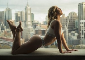 Anne-victoria nuru massage & mature escort girl