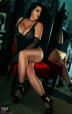Tuyet mature escort girl