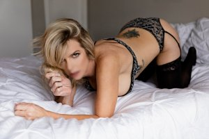 Feliciane mature escort girl