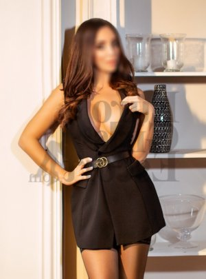 Alexiane tantra massage in Rosemont & escort girls