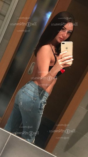 Cyrinne massage parlor in Rexburg ID, escort